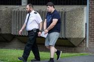 Padre entrega a su hijo a la policía al enterarse de que violó a una joven