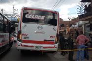 Dos personas fueron asesinadas dentro de un bus en La Estrella