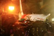 Avión de Air India Express se partió en dos tras salirse de la pista