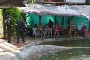 No les importó el toque de queda y 80 habitantes de Segovia, Antioquia estaban de fiesta en un balneario