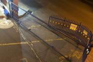Conductor borracho dañó una reja de la unidad residencial del barrio La Mota
