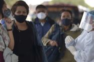 """OMS afirma que """"quizás nunca haya una solución"""" para el coronavirus"""