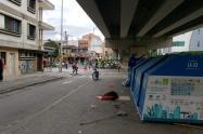 Asesinan a machetazos a un habitante de calle en Medellín