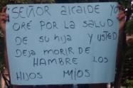 """""""Señor alcalde oré por la salud de su hija y usted me deja morir de hambre"""": venteros ambulantes de Medellín"""