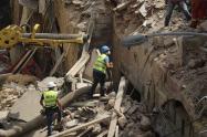 Buscan sobreviviente bajo escombros en Beirut