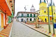 Un borracho cegado de los celos apuñaló a una niña de 14 años en Santo Domingo, Antioquia.