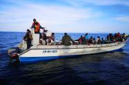 Momento del rescate de los migrantes en el Golfo de Urabá.