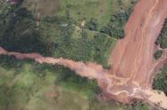 El terreno es inestable y no se han podido adelantar los trabajos de remoción del derrumbe.