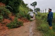 Las vías quedaron obstruídas por el lodo y la tierra.
