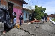 Funcionarios adelantan el censo de afectados por las lluvias.