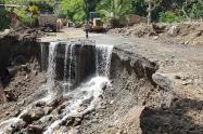Las labores de remoción de escombros se han dificultado por la inestabilidad del terreno.