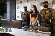 Capturan a mujer que tenía un rifle de alta precisión en la comuna 13
