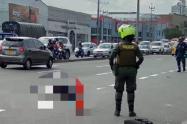 Un joven murió arrollado por un motociclista en la avenida Guayabal de Medellín
