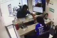 Atacan a empleada de local de giros