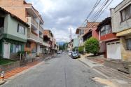 Iba en su moto y lo mataron de varios disparos en el barrio Santa Fe de Medellín