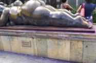 Así fueron manchadas las esculturas de Fernando Botero en Medellín.