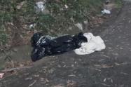 Al parecer este cuerpo habría sido arrojado desde un taxi, informaron las autoridades.