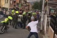 [Video] Asonada contra la policía dejo tres policías lesionados en Copacabana, Antioquia