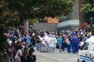 Enfermos de clínica de Medellín salieron a la calle por una fuga de gas
