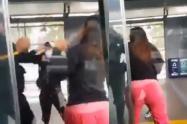 Dos mujeres le pegan a un guarda de seguridad del MIO, en Cali