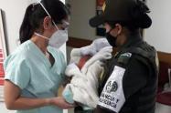 Dejan bebé abandonado en la puerta de una casa en el Conquistadores de Medellín