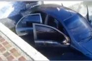 Así quedó el carro en la piscina en Guatapé, Antioquia.