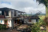 Así quedó la finca que se incendió por la caída de un globo en Rionegro, Antioquia.