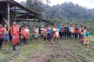 Indígenas embera eyádiba de resguardos indígenas en Antioquia.