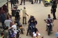 [Video] Policía se defiende y se enfrenta a bala con sicarios en Segovia, Antioquia
