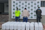 Incautaron más de dos toneladas de ácido sulfúrico en Antioquia para la fabricación de cocaína