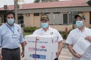 Gobernador de Sucre recibe las vacunas