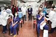 Primeros vacunados contra covid-19 en el Hospital de Kennedy