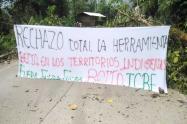 Los indígenas están en las principales carreteras de Chocó.