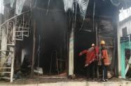 Así quedaron los tres pisos quemados en Vigía del Fuerte, Antioquia.