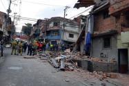El grupo antiexplosivos de la policía indaga explosión de vivienda en Medellín