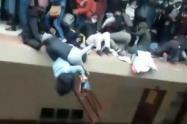 Tragedia en Bolivia: Siete estudiantes murieron tras caer de un cuarto piso
