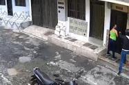 [Video] Fletero da dos vueltas para quitarle el celular a una mujer en Copacabana, Antioquia