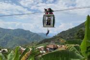 Rescate de las personas atrapadas en el cable en Medellín.