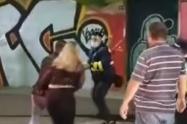 [Video] Conductor, al parecer, borracho agredió a un guarda de tránsito en Medellín