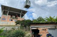 Así quedaron las casas tras el incidente con el cable Palmitas de Medellín.