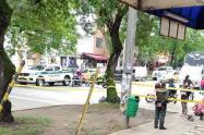 Inspección al taxi que cargaba explosivos en Medellín.