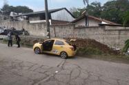 Hallan cadáver en el baúl de un taxi en el barrio Santa Rita de Bello