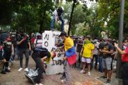 Monumentos destruidos y daños en fachadas dejan protesta en el centro de Neiva