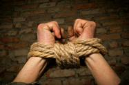 Seis policías son investigados por secuestro y tortura