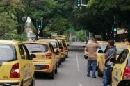 Las protestas de taxistas en Medellín terminaron con un acuerdo con el alcalde Quintero