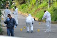Dos de las víctimas fueron halladas dentro de un vehículo, indicaron las autoridades.