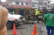 Choque entre una ambulancia y camión no dejó lesionados en el barrio Castilla