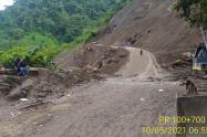 Derrumbe en la vía Dabeiba-Mutatá en Antioquia.