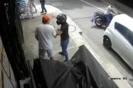 La víctima recibió dos impactos en la espalda y uno en el brazo.