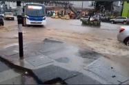 Vías del Poblado y las Palmas afectadas por las intensas lluvias de este sábado